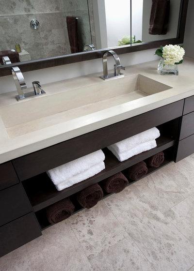Modern Bathroom by Ryan Duebber Architect, LLC