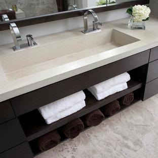 Example of a minimalist bathroom design in Cincinnati