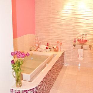 Idee per una grande stanza da bagno per bambini contemporanea con nessun'anta, vasca da incasso, doccia ad angolo, WC monopezzo, piastrelle rosa, piastrelle a mosaico, pareti rosa, pavimento con piastrelle in ceramica, lavabo sospeso, top in vetro e pavimento bianco