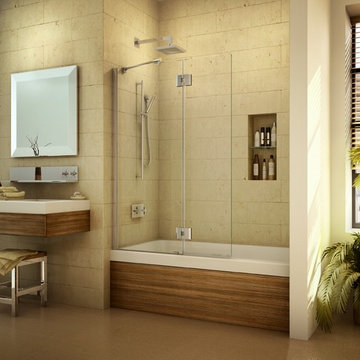 Pivoting tub shield or tub screen