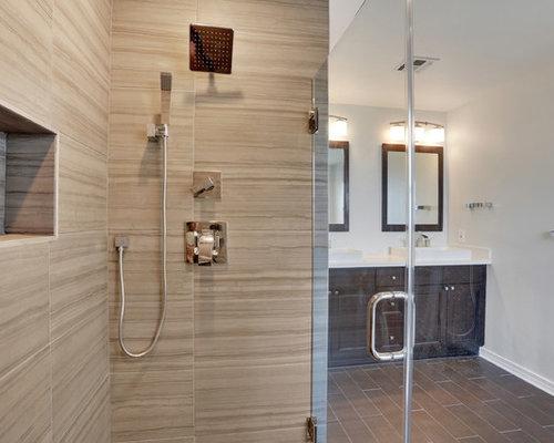 badezimmer mit gr nen fliesen und wandtoilette mit. Black Bedroom Furniture Sets. Home Design Ideas