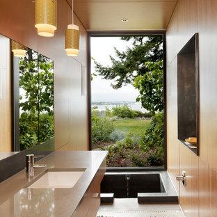 Réalisation d'une salle de bain design avec un bain japonais.