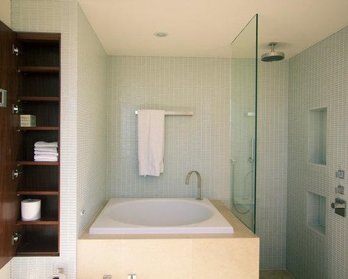 salle de bain avec des plaques de verre et un bidet photos et id es d co de salles de bain. Black Bedroom Furniture Sets. Home Design Ideas