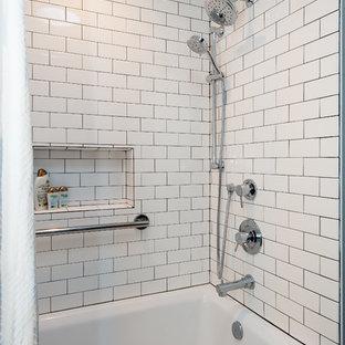 Diseño de cuarto de baño infantil, urbano, de tamaño medio, con armarios con paneles empotrados, puertas de armario con efecto envejecido, bañera empotrada, combinación de ducha y bañera, sanitario de una pieza, baldosas y/o azulejos de cemento, paredes blancas, suelo de baldosas de porcelana, lavabo bajoencimera, encimera de cuarzo compacto y baldosas y/o azulejos grises