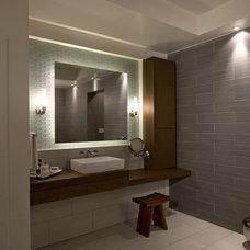 Modern Bathroom by CIRCLE Design Studio