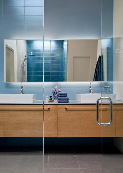 Beautiful Contemporary Bathroom by Ibarra Rosano Design Architects