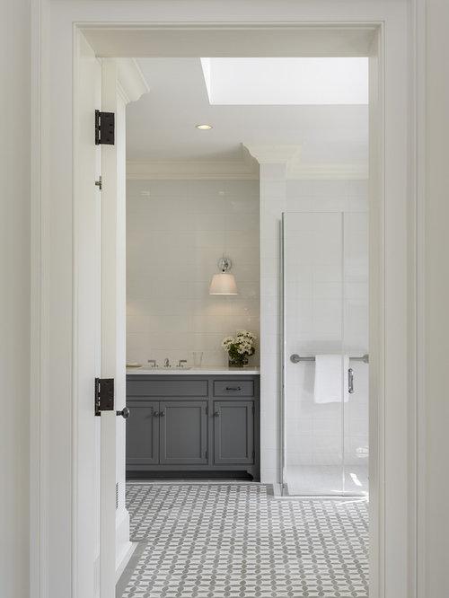 Stanza da bagno in campagna con pavimento con piastrelle a mosaico foto idee arredamento - Doccia a pavimento mosaico ...