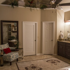 Traditional Bathroom by LoneStar Property Solutions