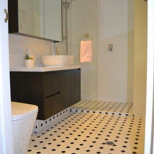 Idee per una piccola stanza da bagno padronale classica con ante lisce, ante nere, doccia aperta, WC monopezzo, piastrelle bianche, piastrelle diamantate, pareti bianche, pavimento con piastrelle in ceramica, lavabo a bacinella, top alla veneziana, pavimento bianco e doccia aperta
