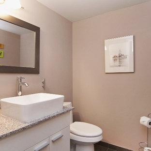 バンクーバーの中くらいのエクレクティックスタイルのおしゃれな浴室 (ベッセル式洗面器、フラットパネル扉のキャビネット、白いキャビネット、珪岩の洗面台、猫足バスタブ、分離型トイレ、グレーのタイル、セラミックタイル、紫の壁、セラミックタイルの床) の写真