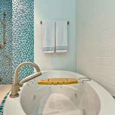Contemporary Bathroom by WASABI360.CA  |  Claude Badet Photographie