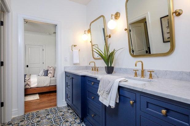 トランジショナル 浴室 by Ramage Company
