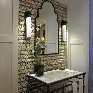 Inspiration för mellanstora klassiska badrum med dusch, med ett undermonterad handfat, öppna hyllor, skåp i slitet trä, marmorbänkskiva, flerfärgad kakel, vita väggar och terrazzogolv