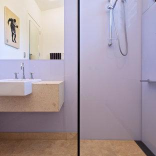 Inspiration pour une salle de bain design avec un mur violet.