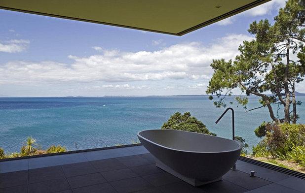 Contemporary Bathroom by Parideo