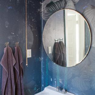Modelo de cuarto de baño papel pintado, rústico, papel pintado, con paredes azules y papel pintado