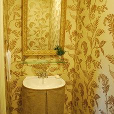 Bathroom by Mandi Smith T Interiors
