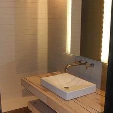 Modern Bathroom by Studio CG