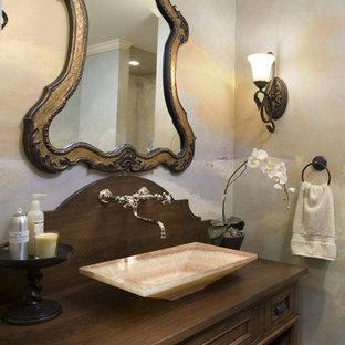 Idéer för att renovera ett litet vintage brun brunt badrum med dusch, med ett fristående handfat, möbel-liknande, träbänkskiva och skåp i mörkt trä