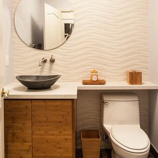 Стильный дизайн: ванная комната среднего размера в современном стиле с плоскими фасадами, коричневыми фасадами, унитазом-моноблоком, бежевой плиткой, белыми стенами, полом из сланца, душевой кабиной, настольной раковиной, столешницей из ламината и коричневым полом - последний тренд