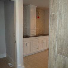 Modern Bathroom by KOLLMEYER CONSTRUCTION