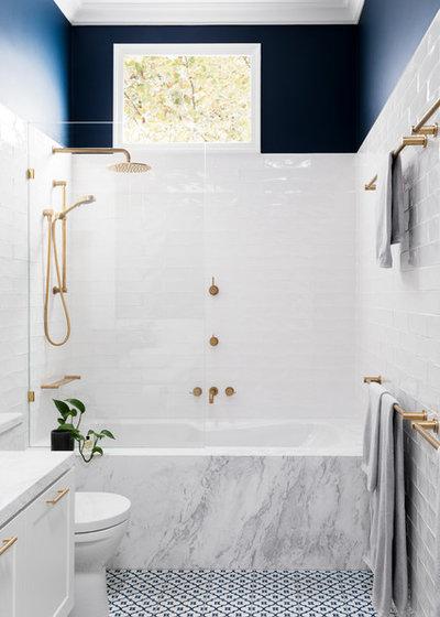 Nyklassisk Badeværelse by GIA Bathrooms & Kitchens