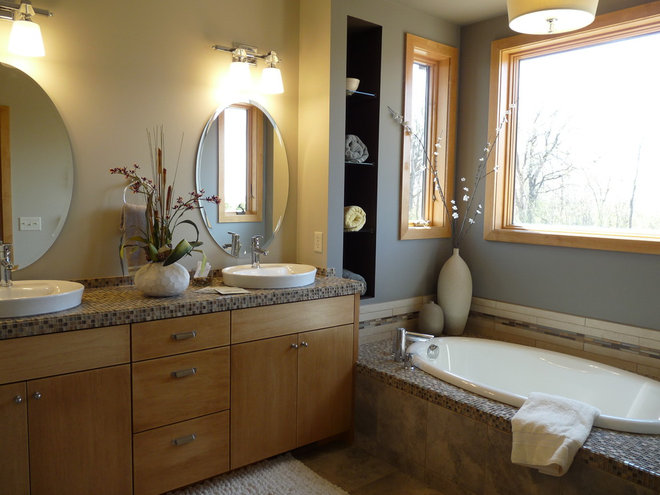 Contemporary Bathroom by R Henry Construction Inc.