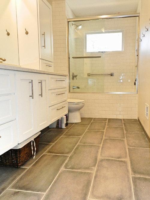 landhausstil badezimmer mit badewanne in nische design ideen beispiele f r die badgestaltung. Black Bedroom Furniture Sets. Home Design Ideas
