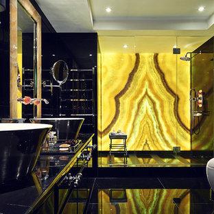 Ispirazione per una grande stanza da bagno bohémian con lastra di pietra