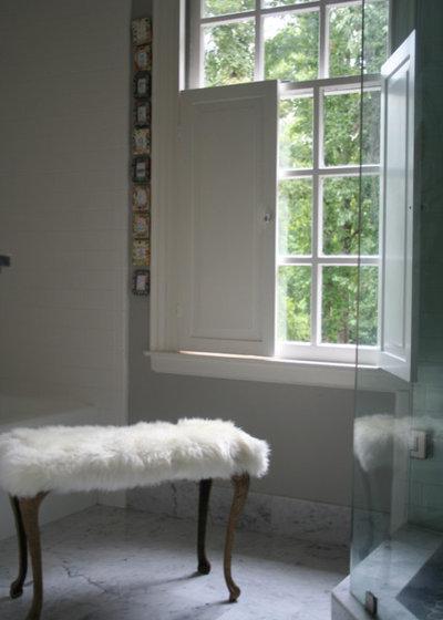 Traditional Bathroom by lynn-anne bruns