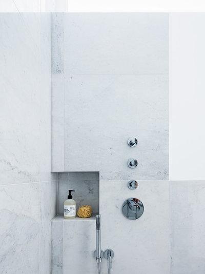 Moderne Badeværelse by Amos Goldreich Architecture