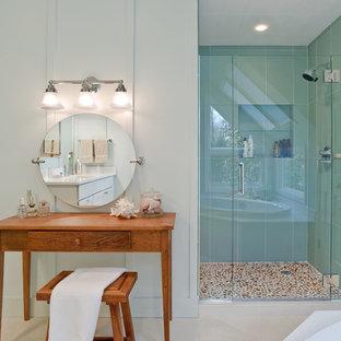 Ispirazione per una stanza da bagno moderna con doccia alcova, piastrelle blu e piastrelle di vetro