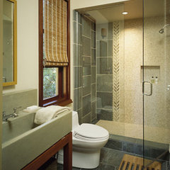 traditional bathroom by RYAN ASSOCIATES GENERAL CONTRACTORS