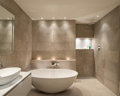 Salle de bain avec une douche l 39 italienne et un for Carrelage salle de bain beige texture