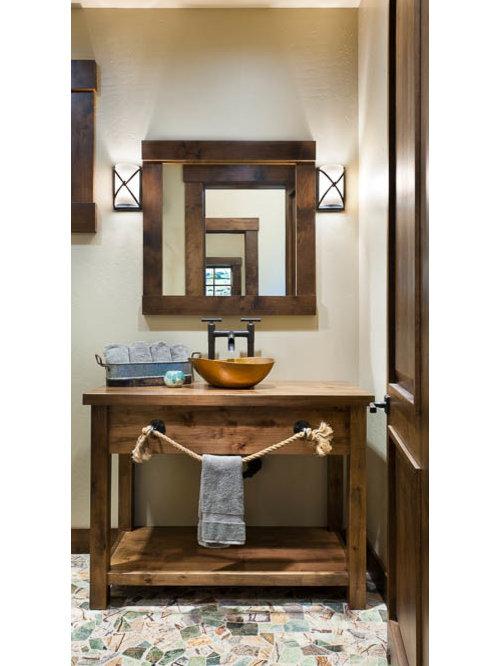 bad mit waschtisch aus holz und schrankfronten im shaker. Black Bedroom Furniture Sets. Home Design Ideas