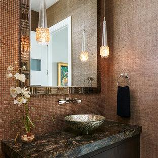 Imagen de cuarto de baño con ducha, contemporáneo, grande, con armarios con paneles lisos, puertas de armario de madera en tonos medios, paredes marrones, suelo de baldosas de cerámica, lavabo sobreencimera, encimera de ónix y suelo beige