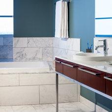 Modern Bathroom by KuDa Photography