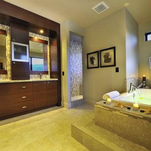 Immagine di una stanza da bagno design con ante lisce, ante in legno bruno, doccia alcova, piastrelle multicolore e vasca da incasso