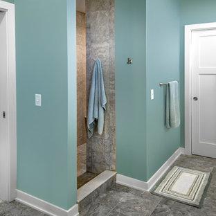 Aménagement d'une petit douche en alcôve principale craftsman avec un lavabo encastré, un placard à porte shaker, des portes de placard en bois brun, un plan de toilette en granite, une baignoire posée, un WC séparé, un carrelage noir, des carreaux de céramique, un mur bleu et un sol en carrelage de céramique.