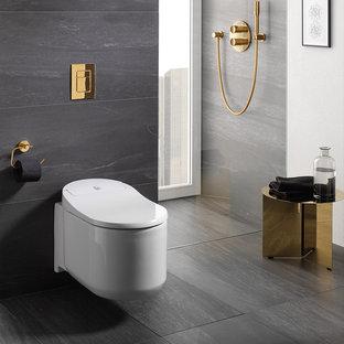 Стильный дизайн: ванная комната в современном стиле с душем без бортиков, инсталляцией и серым полом - последний тренд