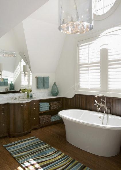 Beach Style Bathroom by Siemasko + Verbridge