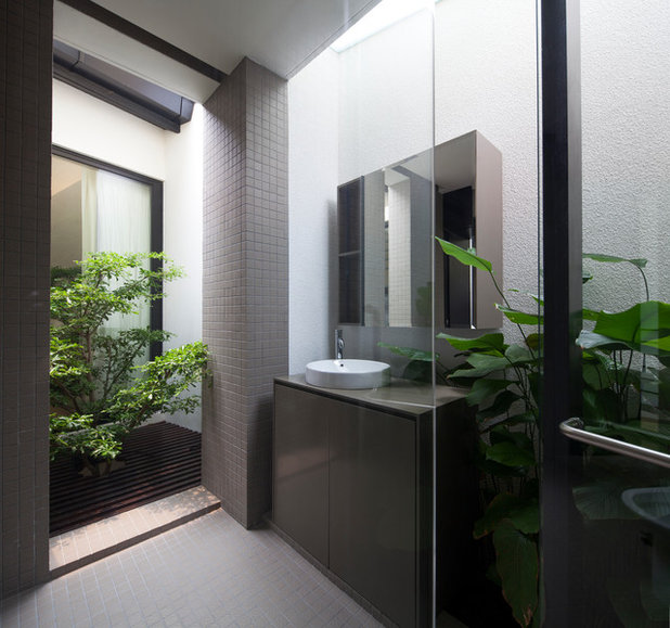 Contemporary Bathroom by Studio Wills + Architects