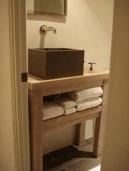 Modern Bathroom by Castro Design Studio