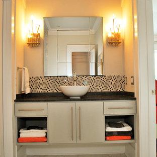 Idéer för att renovera ett tropiskt badrum, med ett fristående handfat