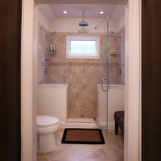 Beach Style Bathroom by QMA Architects & Planners