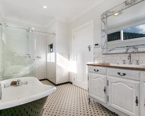 Shabby-Chic-Style Badezimmer mit Waschtisch aus Holz Ideen, Design ...