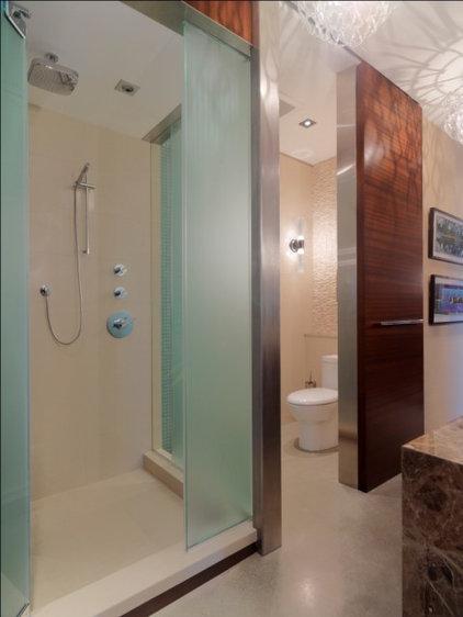Rustic Bathroom by Birdseye Design