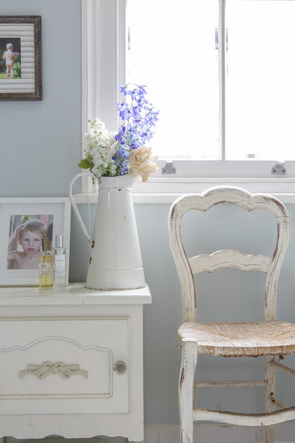 Traditional  by Honey Bee Interiors