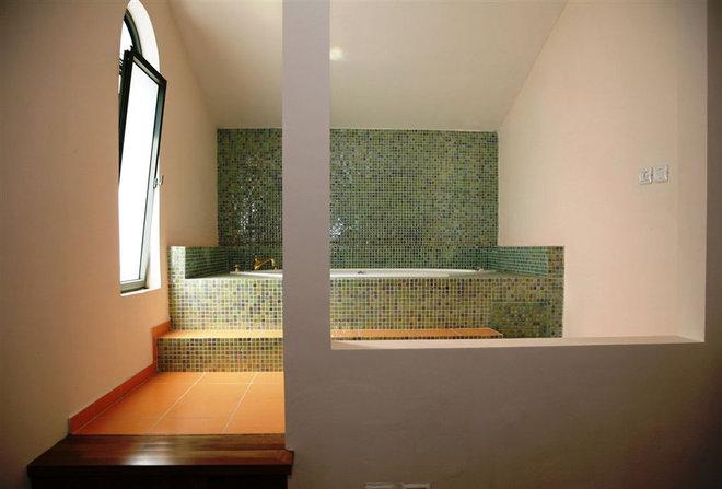 Modern Bathroom by Asher Elbaz