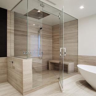 Ispirazione per una grande stanza da bagno padronale contemporanea con vasca freestanding, doccia ad angolo, piastrelle beige, pareti bianche, pavimento beige, porta doccia a battente e pavimento in laminato